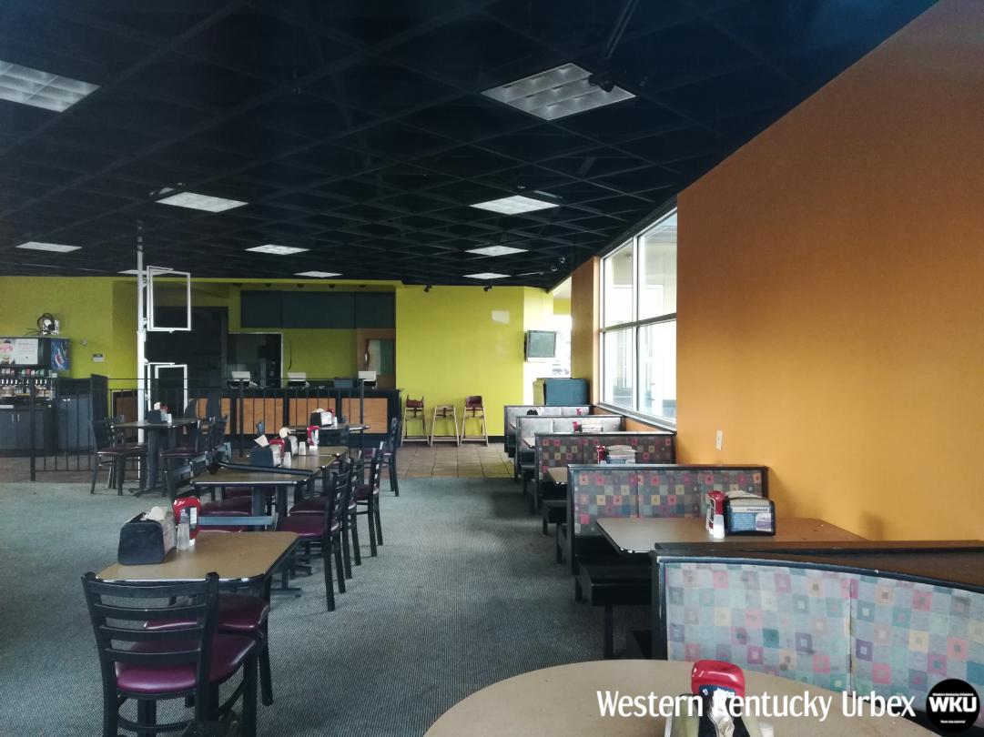 Backyardburger_interior_booths_full.png