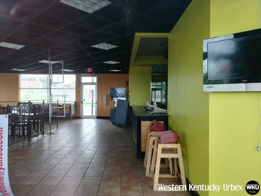 Backyardburger_interior_frontside_counter.png