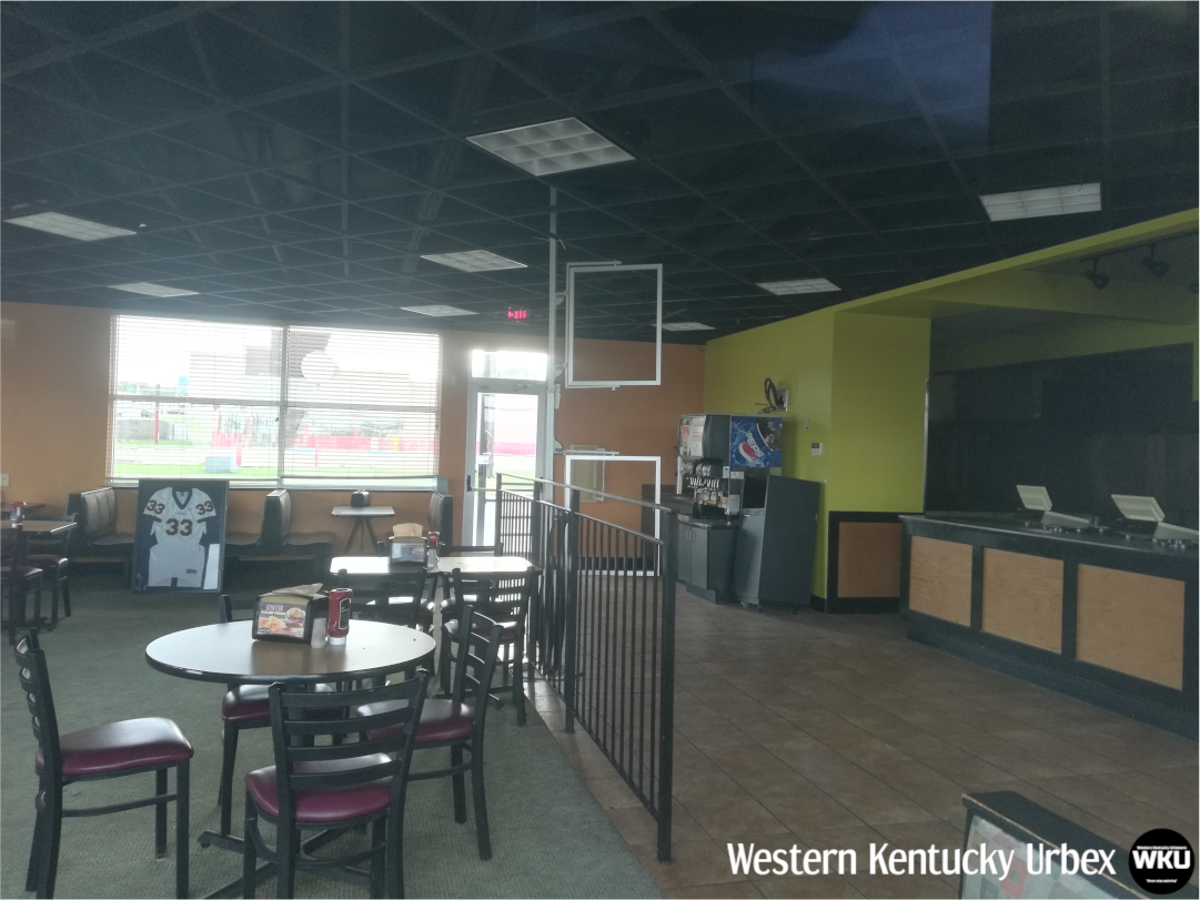 Backyardburger_interior_table_ketchup.png