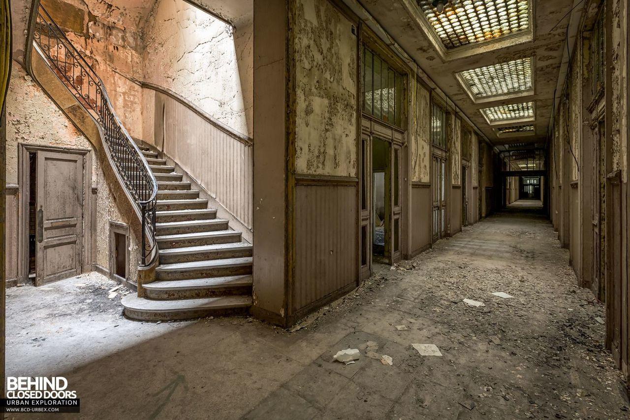 bureau-central-steel-works-offices-florange-3.jpg