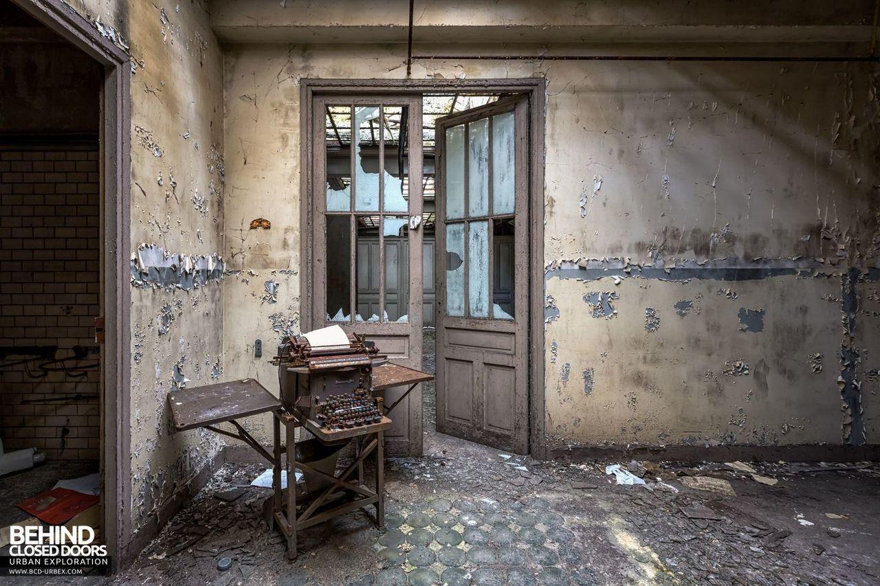 bureau-central-steel-works-offices-florange-5.jpg