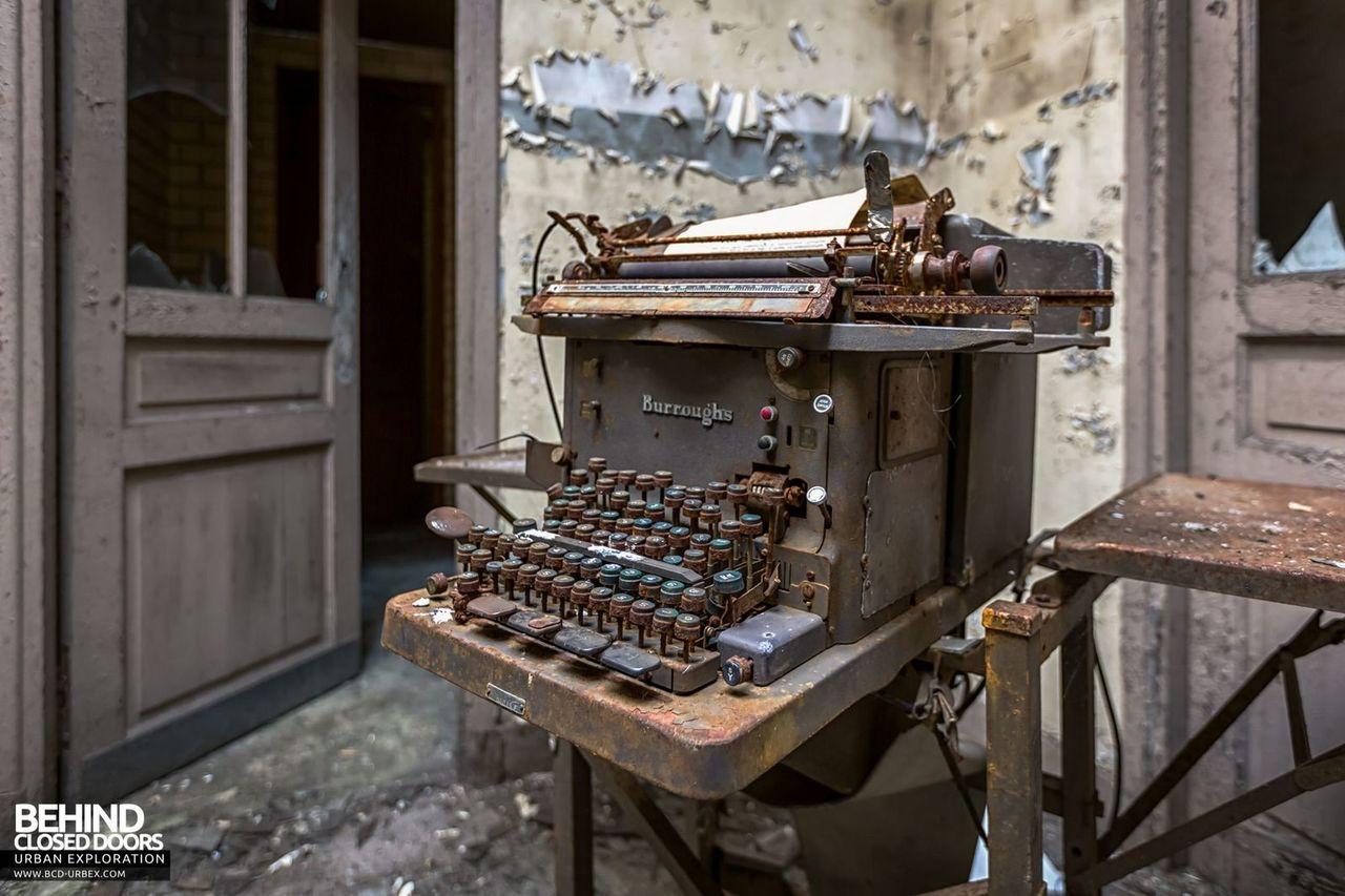 bureau-central-steel-works-offices-florange-6.jpg